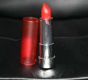 Essence Kiss Me If You Can Lipstick Image 1