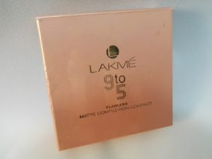 Lakme 9 to 5 Flawless Matte Complexion Compact Image 2