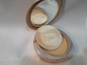 Lakme 9 to 5 Flawless Matte Complexion Compact Image 4