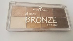 Essence All About Bronze Eyeshadow Palette Image 5