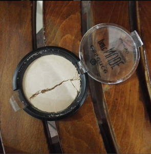 Essence Pure Nude Powder Review Image 1